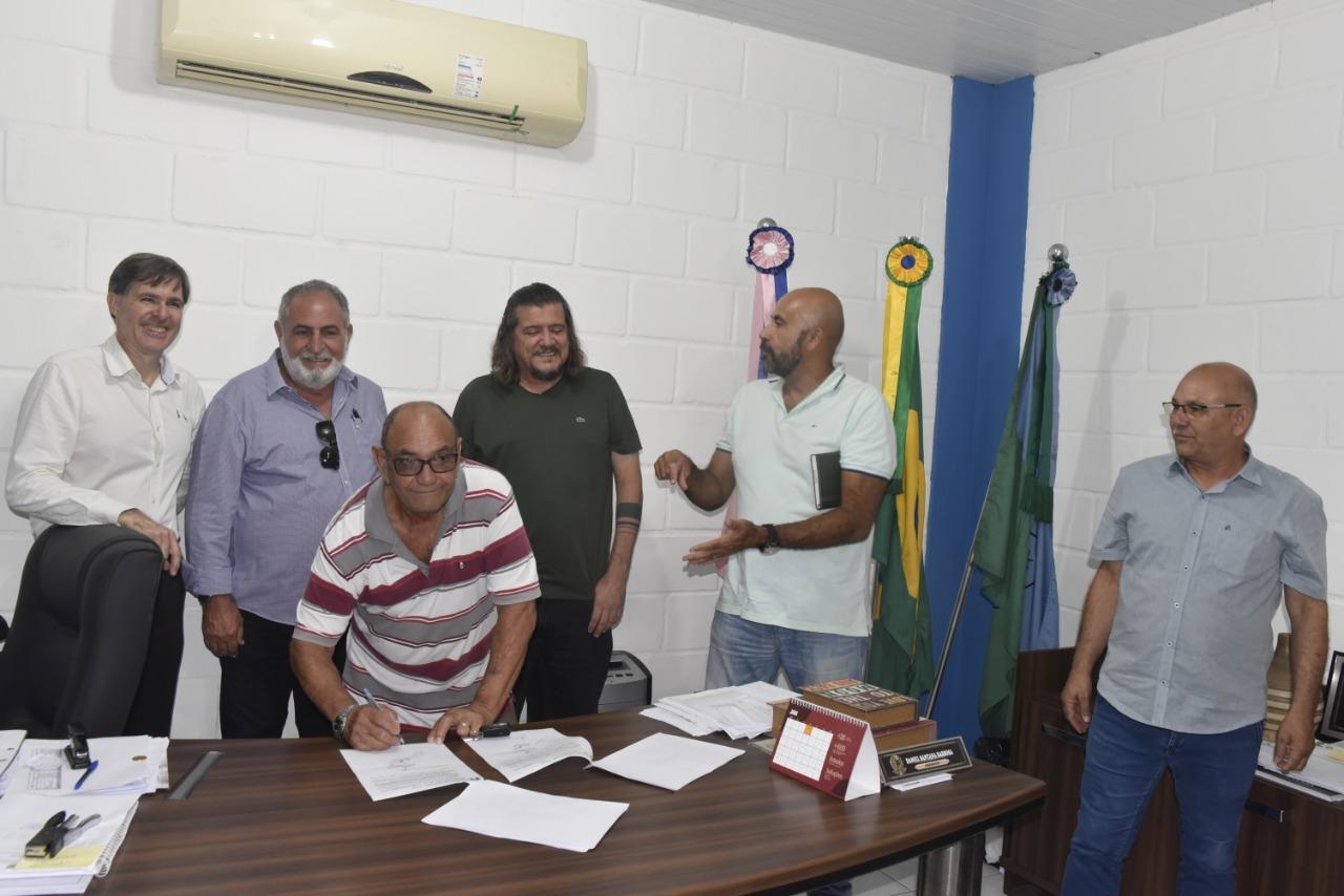PREFEITURA E FVC FIRMAM CONVÊNIO PARA TRATAMENTO FISIOTERAPÊUTICO GRATUITO