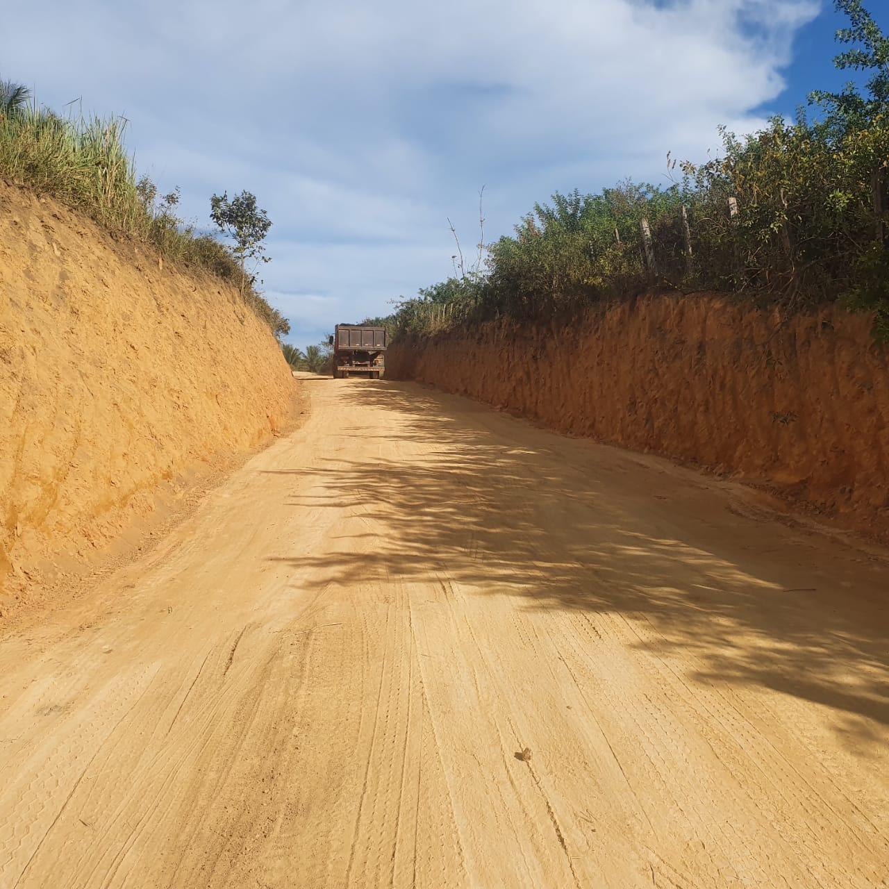 PREFEITURA DE SÃO MATEUS RESOLVE PROBLEMA QUE AFLIGIA AGRICULTORES DO KM 20 HÁ 30 ANOS
