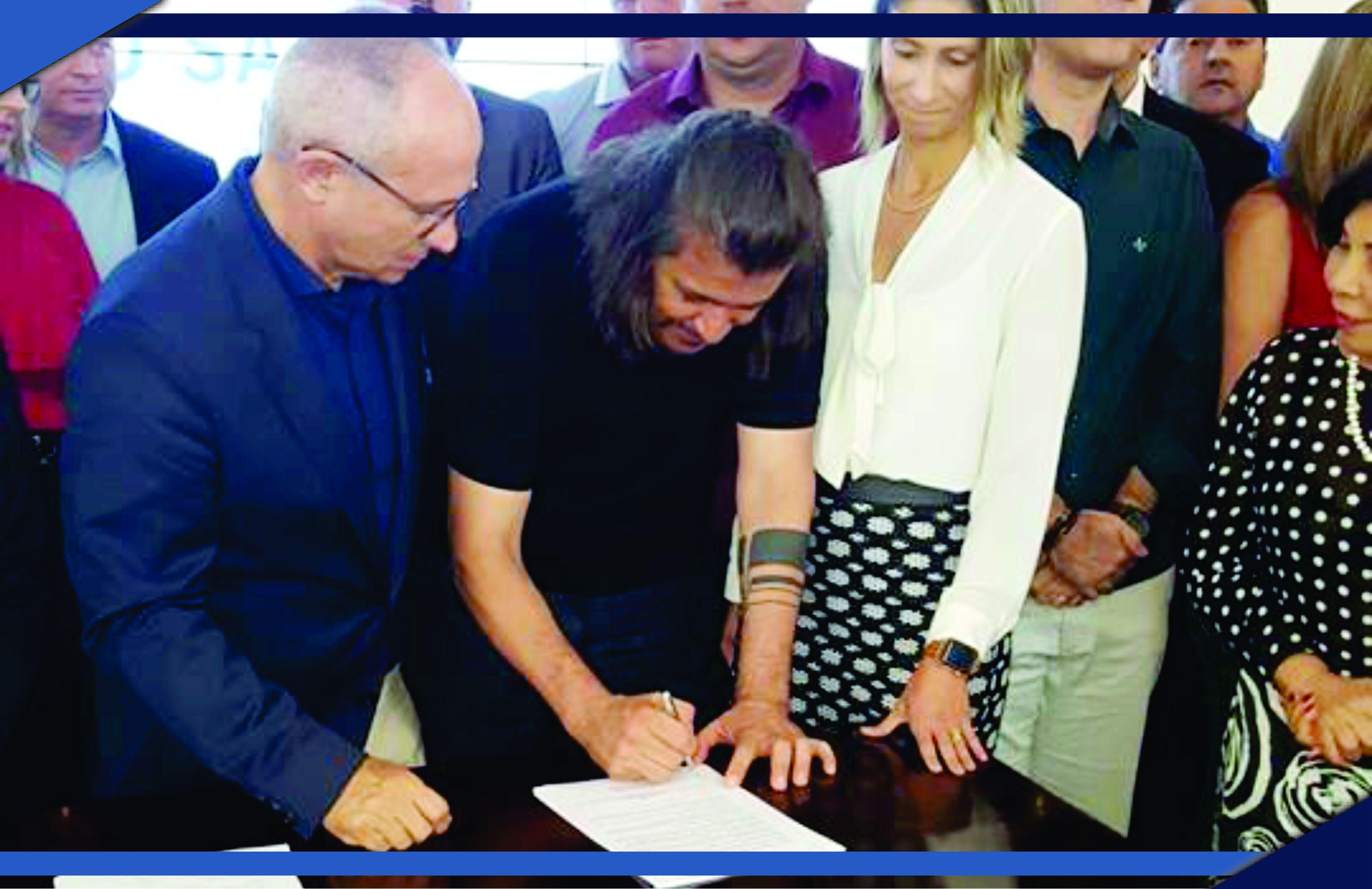 Prefeito de São Mateus, Daniel Santana, assina termo de investimento para programas e redes da Assistência Social