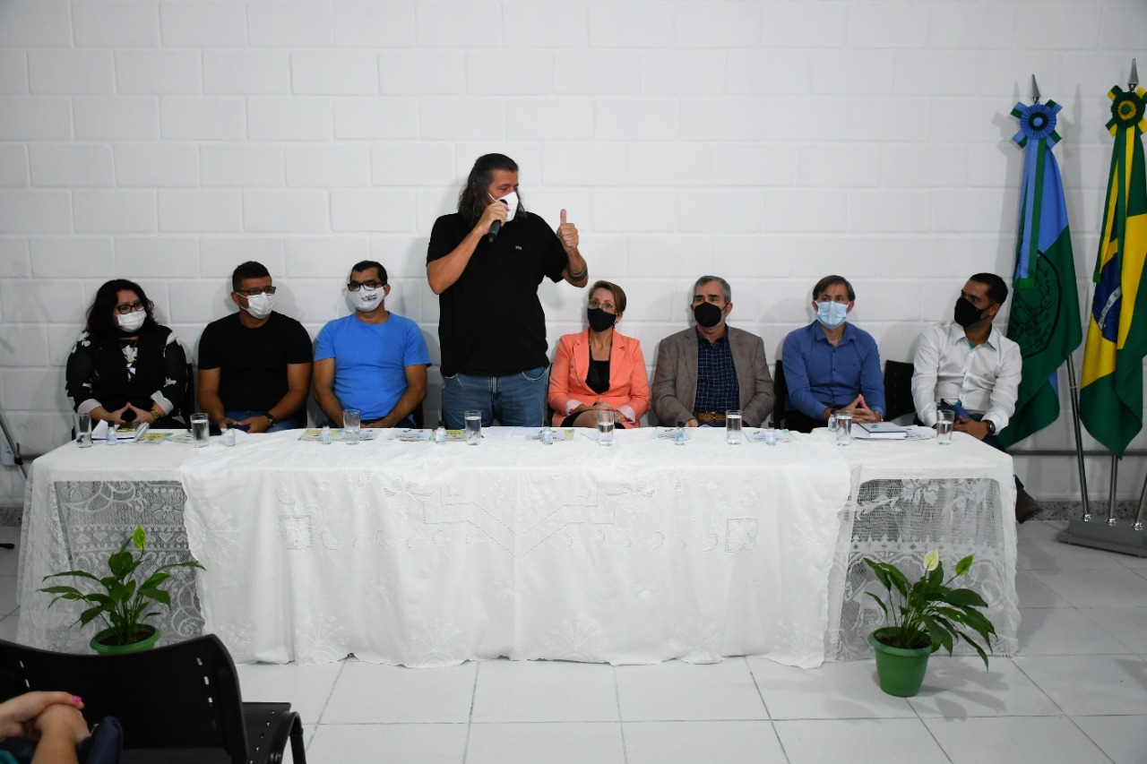 DANIEL SANTANA É O PRIMEIRO PREFEITO DO ESTADO A PROMULGAR A LEI DA PRIMEIRA INFÂNCIA