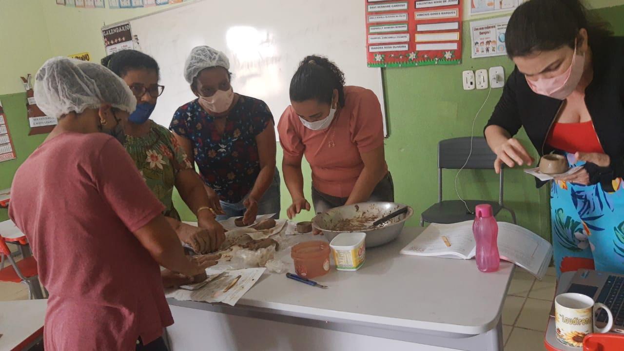 EDUCAÇÃO MUNICIPAL OFERECE OFICINA DE CERÂMICA A PROFESSORES